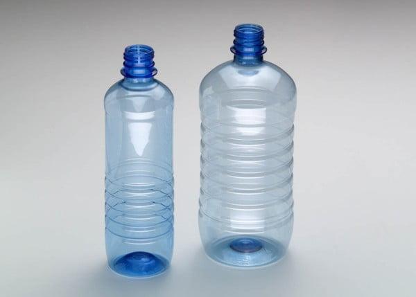 Ezt jelentik a PET palackok alján lévő számokat! - Twice.hu