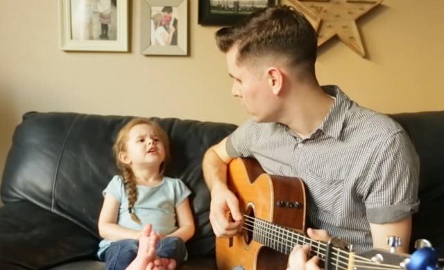 4 éves kislányával énekel duettet az apuka! A produkciójuk téged is szó nélkül hagy!