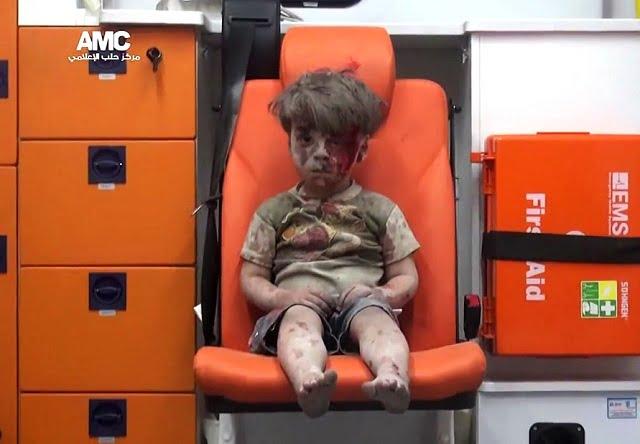 Így néz ki most a tavaly híressé vált szíriai kisfiú