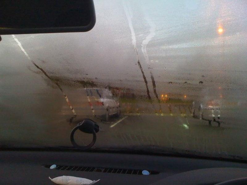 Így kerüld el, hogy bepárásodjon az autó ablaka a téli hónapok alatt!