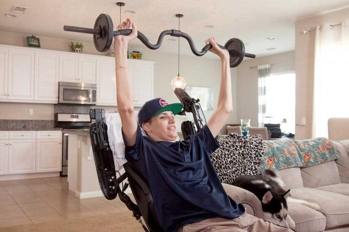 Az őssejtes kezelésnek köszönhetően visszanyerte felsőtesti mozgását a lebénult fiatal