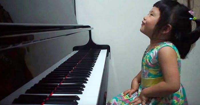 Alig 3 éves, de máris ő a világ legfiatalabb virtuóza. Mindenkit levesz a lábáról!