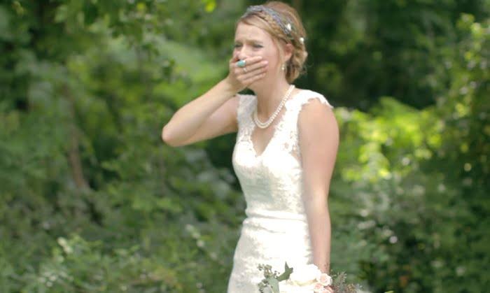Épp a ceremóniához készültek, amikor egy váratlan vendég érkezése teljesen kiborította a menyasszonyt!