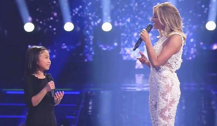 Az elismert énekesnő duettet énekel egy kislánnyal, akinek a hangjától kiráz a hideg...