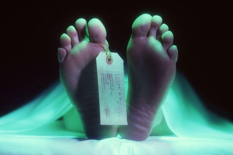 Tévesen nyilvánították halottnak, amikor kihúzták a hűtőkamrából vették észre, hogy még lélegzik