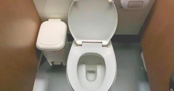 férget talált a WC ben)