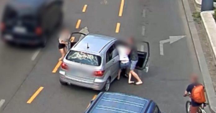Kevesellték a pénzt, erőszakkal vették vissza az eladott autót