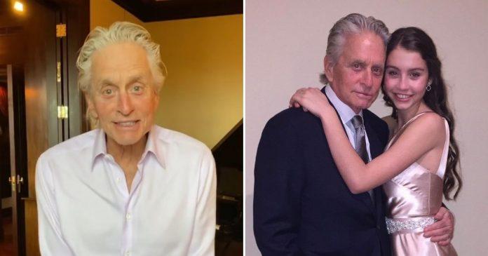 A 76 éves Michael Douglas elismeri, hogy nehéz, amikor a 18 éves lánya nagyapjának nézik